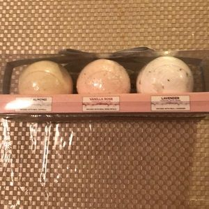 Infused scented bath bombs package NWT